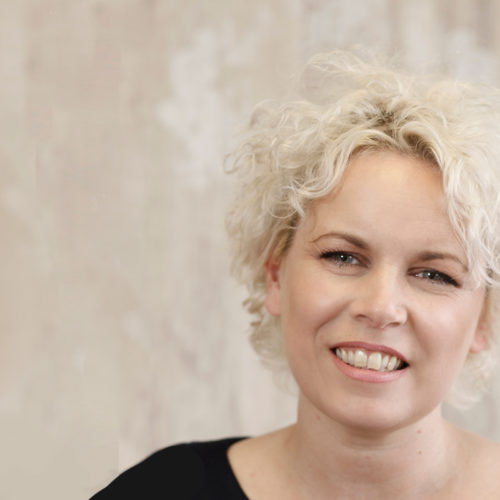 Caroline Sanderson's Top Tips for Staying in Touch